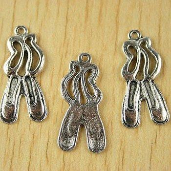 40pcs Tibetan silver ballet shoes charms h2397