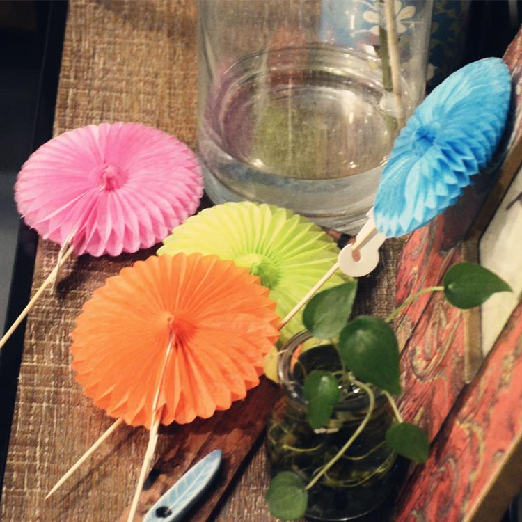 Wedding Table Decorations Vase Tissue Paper Pom Poms Paper Fan Decoration Wedding Decoration Flower 8pcs/Lot(China (Mainland))