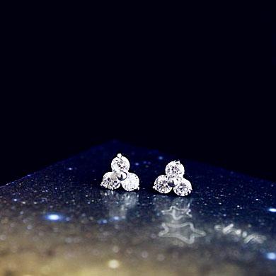Fashion triangle shaped Small Mini Crystal Stud Earrings Cute Sweet 18K Gold plated Girl Kids Jewelry ear bones Earrings(China (Mainland))