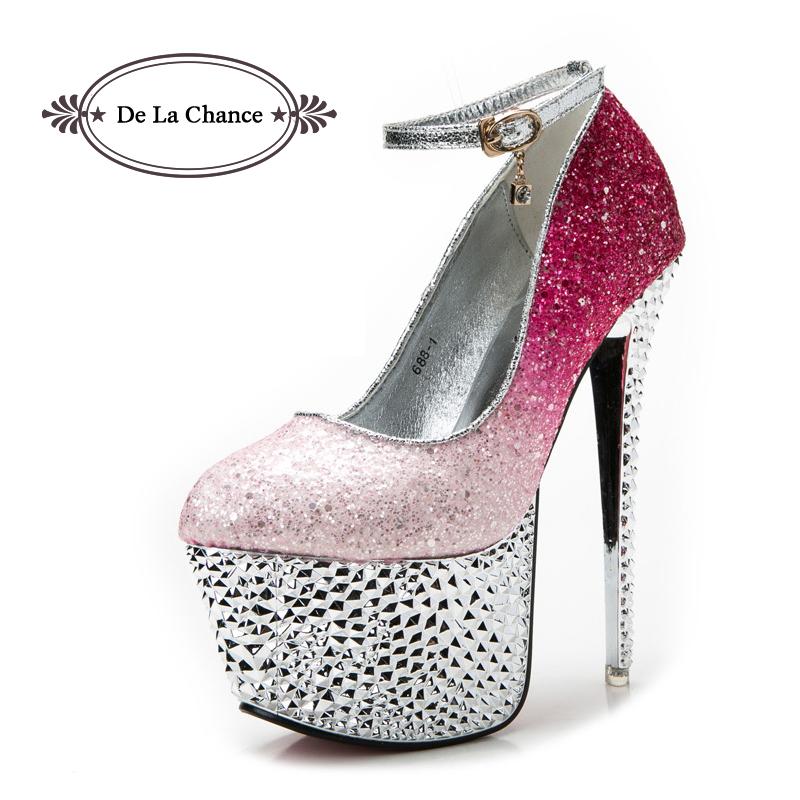 Los zapatos de tacón de 5th Avenue se caracterizan por sus acabados de alta calidad y el uso de materiales clásicos y atemporales. Los modelos de Catwalk simbolizan confianza y extravagancia, modelos refinados y exuberantes como lo son los de las pasarelas de las capitales de la moda.