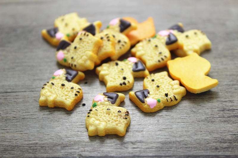 25pcs/lot 16*18mm resin food kawaii cabochon hello kitty cookie Mobilephone Decoration diy(China (Mainland))
