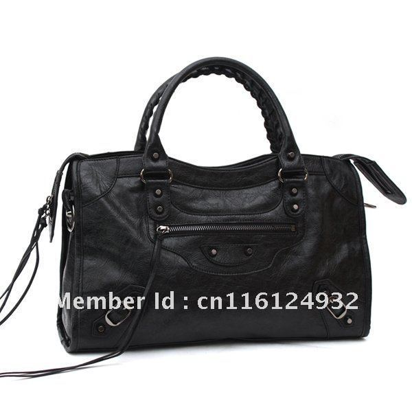 Free Shipping The new fashion Europe and the romantic Sue rivets locomotive package, mobile female  bag to restore ancient ways