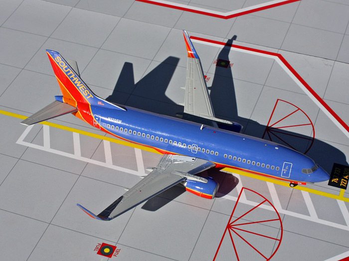 Free Shipping Southwest Airlines B737-300W N370SW Airplane Toy 1:200 Scale Models Figures Brinquedos Plane Model Classic Toys(China (Mainland))