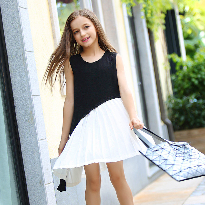 Girls' sizes are usually intended for girls between the ages of 4 and 14, with big girl sizes for the ages of 7 to Girls 4 to 7 Years Size Chart The sizes and measurements below can be used as a guide when shopping for clothes for younger girls.
