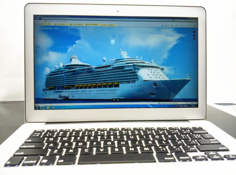 13.3'' In-tel Celeron 2GB RAM 32GB SDD Dual Core Slim Laptop Computer PC Windows 7 1920X1080 Screen with metal case(China (Mainland))