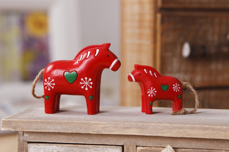 2pcs/set Delicate kawaii red horse resin craft artificial decor a movie props decorative for the car children room child gift(China (Mainland))