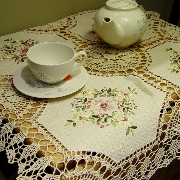 2014 new zakka women like lace tablecloth for wedding embroidery table cover for home decor round towel lace table runnercrochet(China (Mainland))
