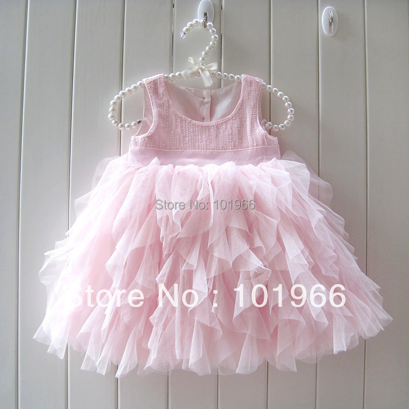 Baby Shower Dresses A baby shower is an important celebration and a chance to look extra special. Just about any dress could be appropriate, but some women decide to have fun by choosing baby shower dresses that are both beautiful and comfortable and just right for the occasion.