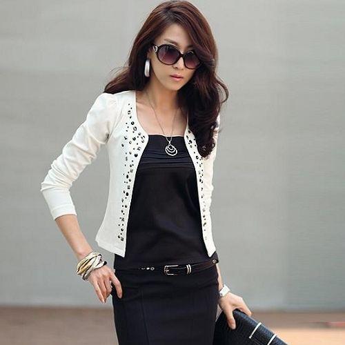 Мода горный хрусталь заклепки пуховкой с длинным рукавом женщины в черный / белый костюм тонкий короткий пальто для весна осень