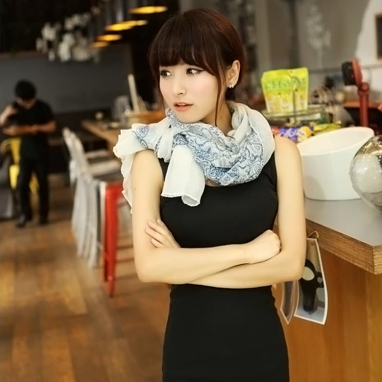 2014 160 70cm High quality Blue and White Porcelain Style Thin Section the Silk Floss Women
