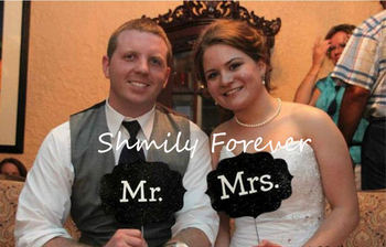 Free Shippping!2 PHOTO BOOTH PROPS MR AND MRS SIGN ON A STICK WEDDINGS