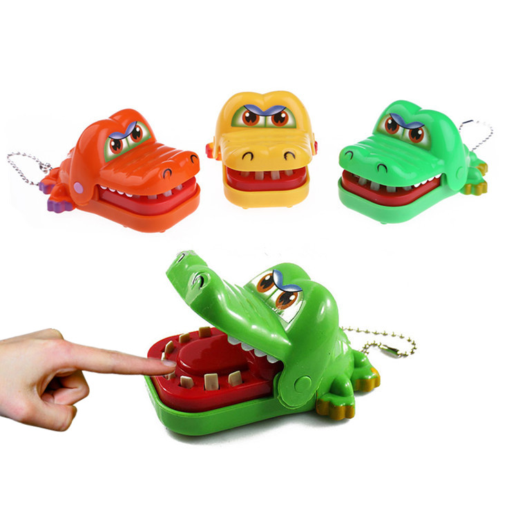 Creative Chidlren Crocodile Mouth Dentist Bite Finger Game Kids Funny Gags Practical Toy Random Color(China (Mainland))