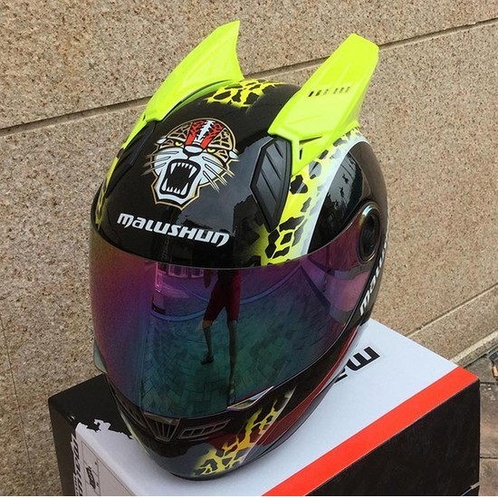 The new motorcycle helmet full face men and women off-road racing helmet anti-fog bell type all winter personality with horns(China (Mainland))