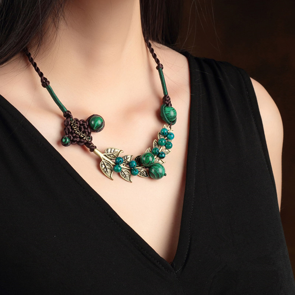Free shipping National trend accessories short design necklace green malachite bohemia vintage decoration female maxi necklace(China (Mainland))