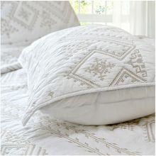 Envío gratis 3 unids 100% algodón elegante estilo europeo remiendo bordado blanco edredón edredón y almohada sham cubierta de cama / colcha king size(China (Mainland))