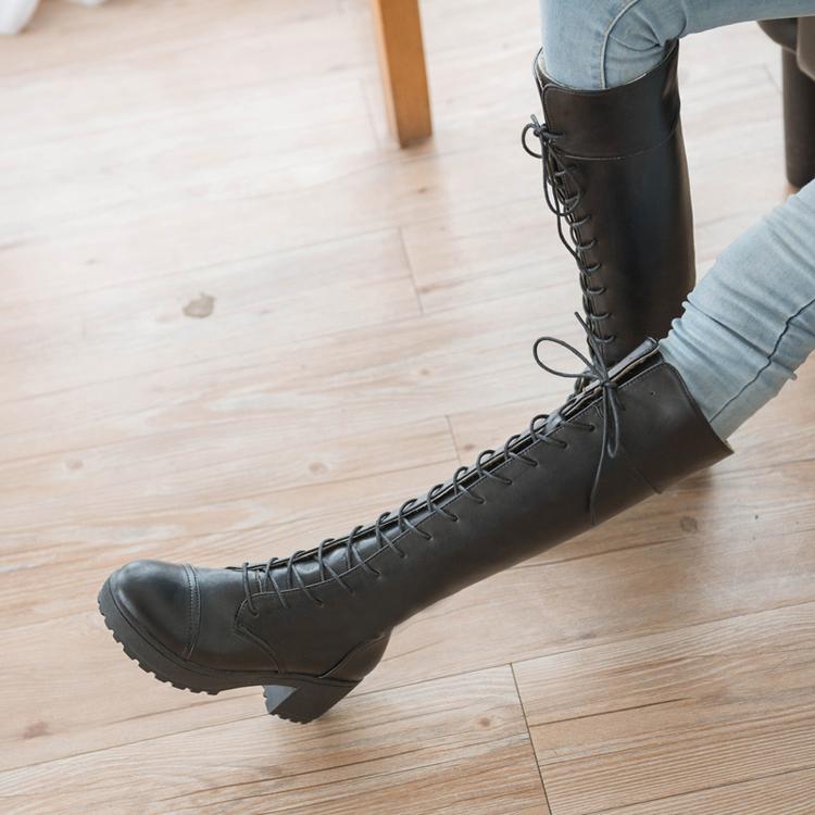 Страстная блондинка в чёрных чулках и на высоких каблуках смотреть онлайн 25 фотография