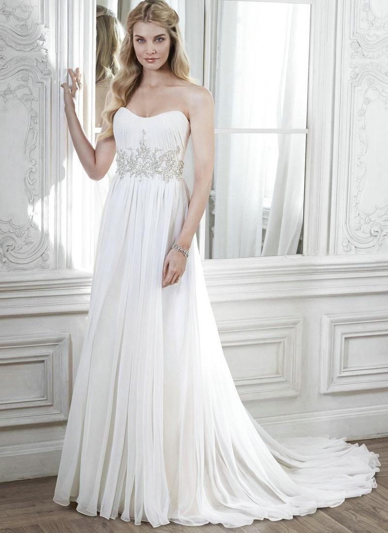 Playa mujer del vestido de boda de tamaño