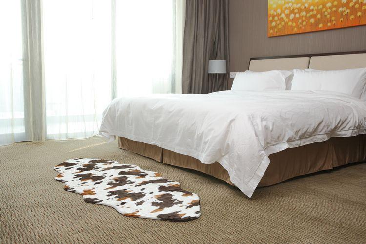 http://g03.a.alicdn.com/kf/HTB1SB78HVXXXXaBXpXXq6xXFXXXN/gratis-verzending-animal-print-gebied-tapijt-75x180cm-fuax-bont-tapijt-deken-slaapkamer-tapijt-woonkamer-tapijt-vloermat.jpg