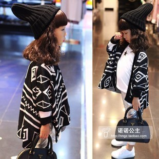 Children's clothing 2013 autumn female child geometry cape knitted outerwear cardigan(China (Mainland))