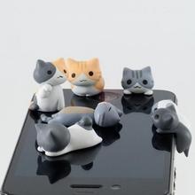 Защита для разъёма наушников (3,5 мм) на вашем мобильном телефоне в виде котиков.