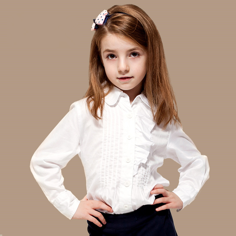 Elegant girls' blouses and shirts have been updated with modern touches. Versatile blue or white blouses are ideal for formal occasions, while embroidered and patterned details set the trend.