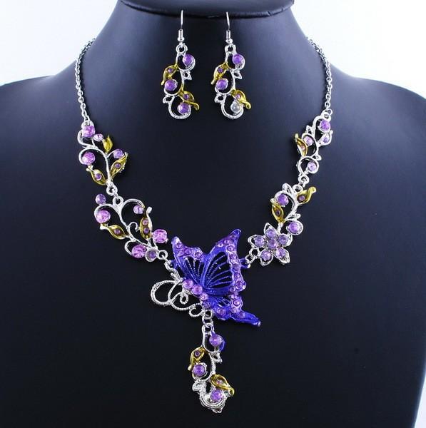 Комплект с бабочкой фиолетовый. фото