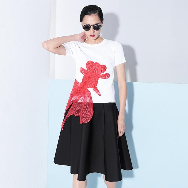 [TWOTWINSTYLE] 2016 лето вышивка красный золотая рыбка аппликация трикотажные с короткими рукавами футболки женщин новая одежда корейский топы