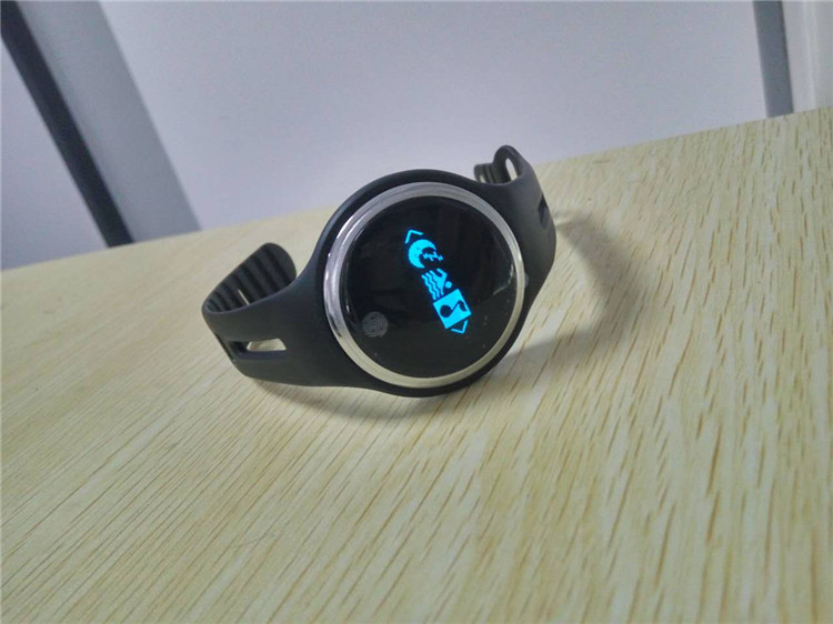 e07 wristband07