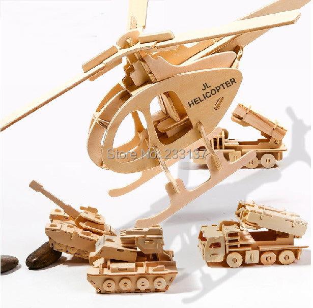 ô tô, xe tăng, máy bay làm từ gỗ thông pallet