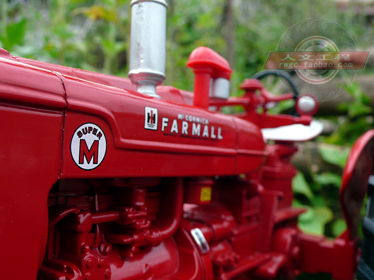 Case Farmall M alloy classical tractor agricultural automobile mannequin New 12 months reward real ERTL