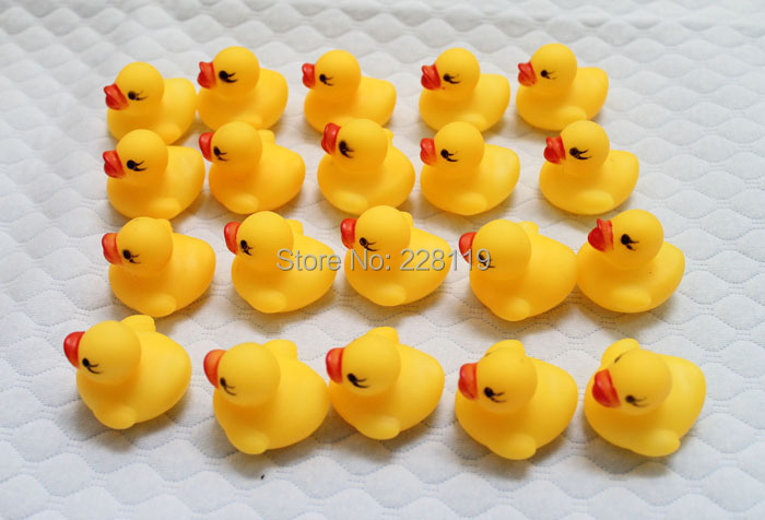 Hot Sale Cute Rubber Little Duck Girl Boy Baby Toy Bath Bathing Classic Toys Brinquedos Juguetes 20pcs/lot(China (Mainland))