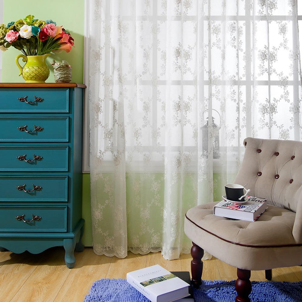 Tende soggiorno classico for Grossisti arredamento