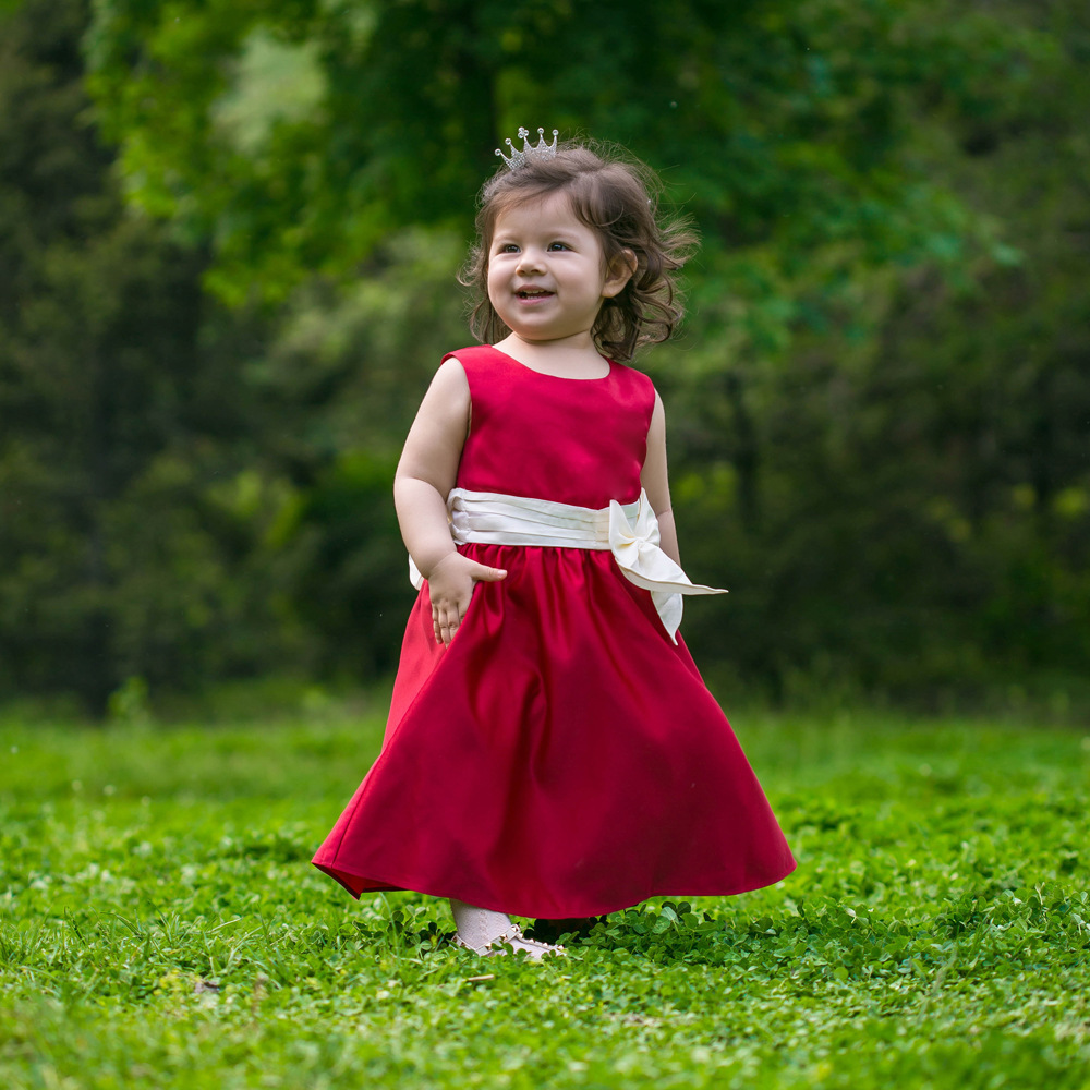 Short sleeved dress with ruffled round neck collar for baby girl. This dress has a gathered and flared out effect from the chest down. There is a zip on the back so that the dress can be fastened easily.