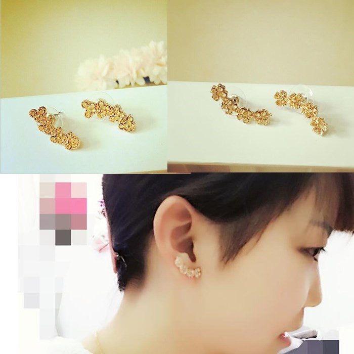 FreeShiping Min Order10$can mix order)Korean fashion exquisite rhinestone Daisy earrings flower girls in fine jewelry or gift(China (Mainland))