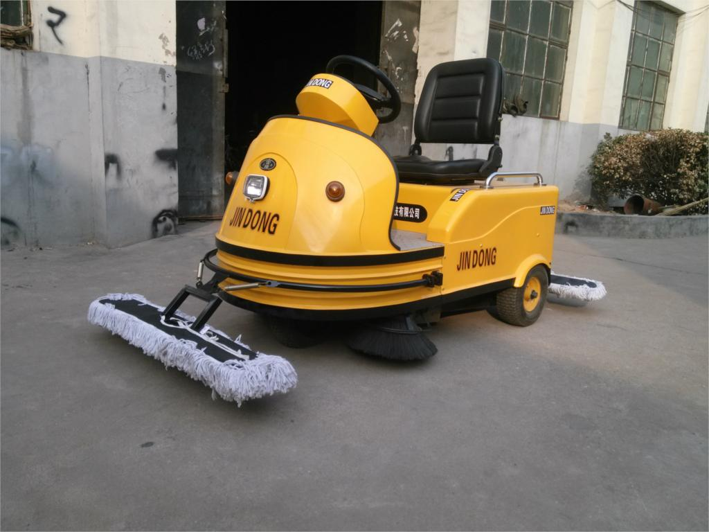 Pavement sweeping machines small road sweeping vehicles(China (Mainland))