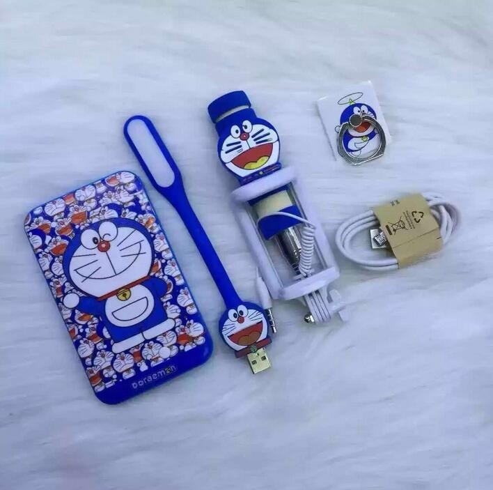 2016 Cute Cartoon 5 Pcs Set Gifts Hellokitty And Doraemon Portable Charger 8800mah Portable Powerbank For All Mobile Phone