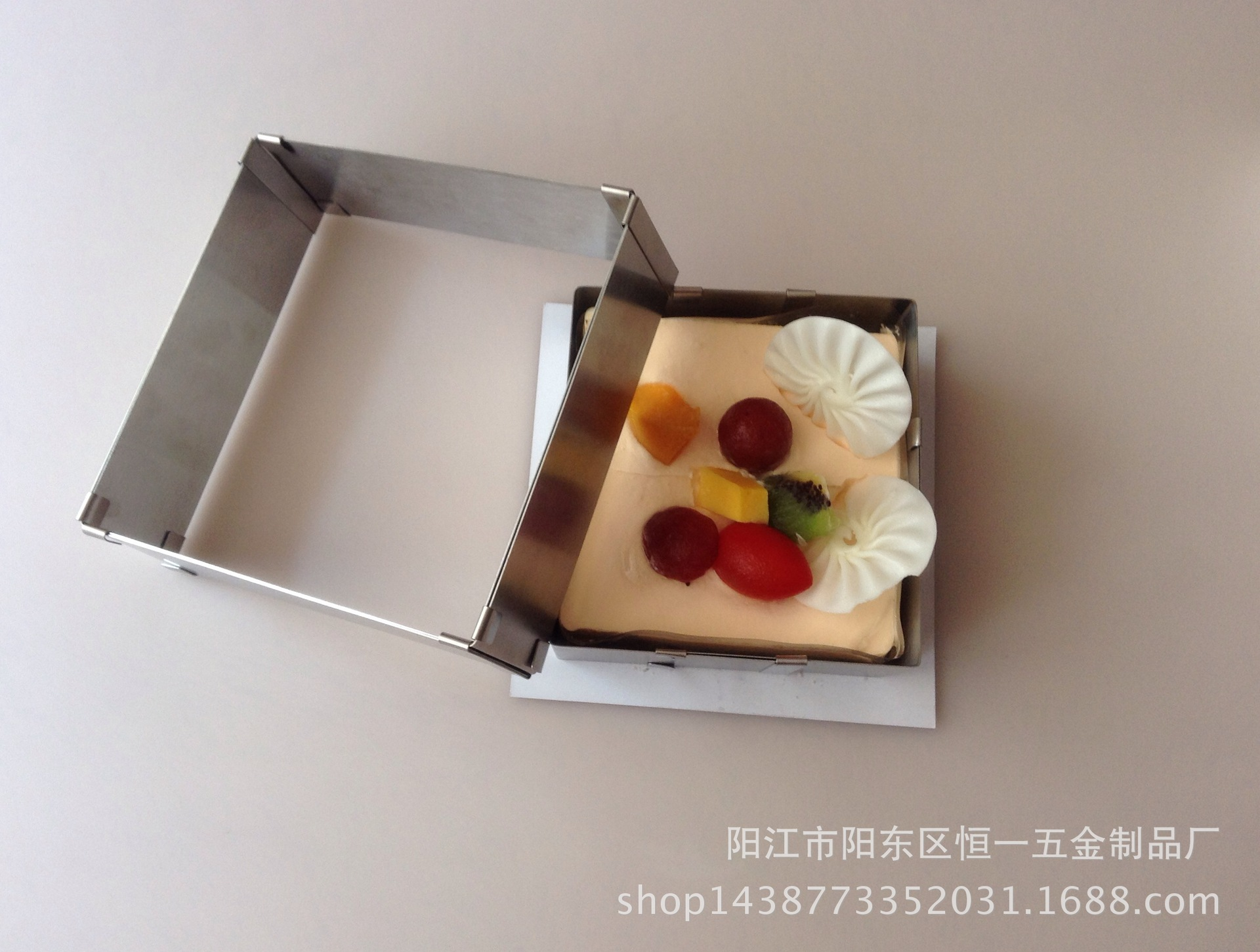 Spot hot stainless steel square cake mold can be adjustable to adjust the baking tool(China (Mainland))