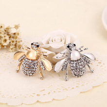 2016 high quality fashion jewelry personalized retro cardigan dress suit collar pin cute little bee brooch pin simple