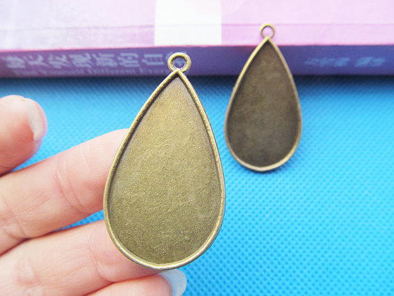 Good quality Antique Bronze Raindrop Frame Base Setting Pendant Charm/Finding,fit Cabochon/Picture/Cameo,DIY Accessory Jewellry(China (Mainland))