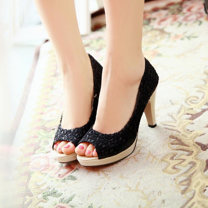Страстная блондинка в чёрных чулках и на высоких каблуках смотреть онлайн 28 фотография