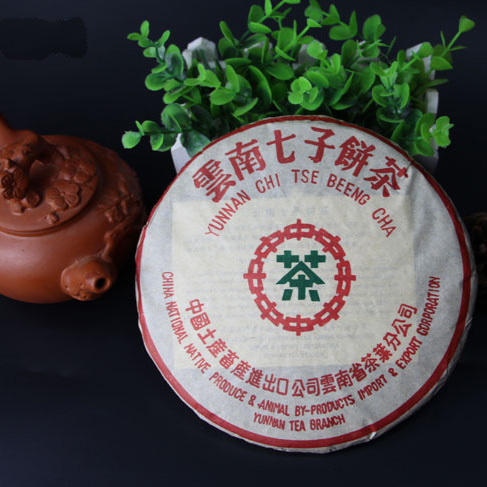 Made in 2004 pu er tea Pu er Tea Health 7542 trees green tea cake cake