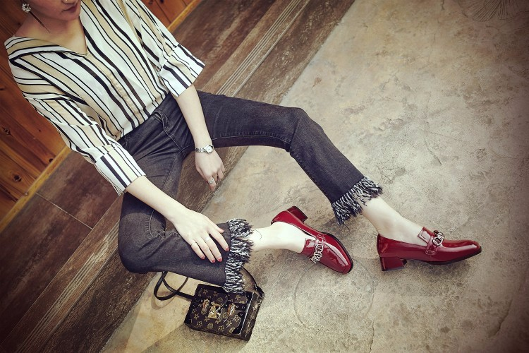 Women Patent leather Flat Oxford Shoes Woman flats 2017 Fashion chain Vintage British style Brogue Oxfords women shoes DWD776