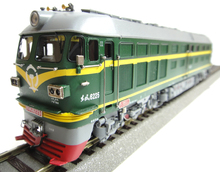 [spot] train new copper Haidar model Dongfeng DF4B diesel locomotive (armed police)(China (Mainland))