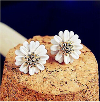 Han edition fashion fresh sweet little Daisy flowers stud earrings for  women act the role ofing is tasted summer style ear  E01(China (Mainland))