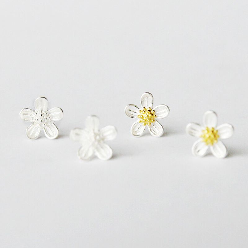 Solid 925 Sterling Silver With Yellow Gold Plated Elegant Flower Small Stud Earrings For Women Young Ladies Girls Antiallergic(China (Mainland))