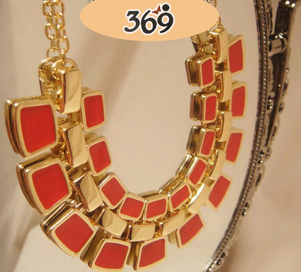 Supply 2013 the latest fashion delicate shining short nacklace for women party gift