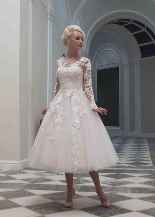 Custom Made Sexy Long Sleeve Tea Length Wedding Dress Plus Size Lace Appliqued Vintage Short