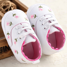 Brand New High Quality Cute Embroidered Lace Baby Infant Shoes Kids Girls Toddler Soft Bottom Shoes YE1017(China (Mainland))