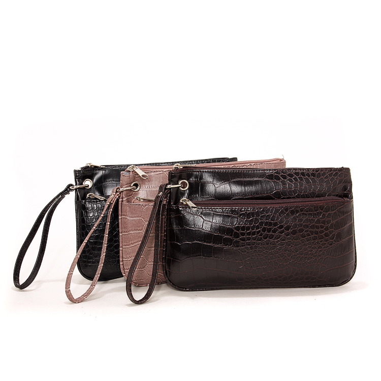 Explore elegant evening bags & formal designer clutches that don't cost a fortune at Stein Mart. You'll love the selection of special occasion styles that let you stand out, while saving big. Browse discount evening bags & affordable evening clutches from brands like Jessica McClintock & more.