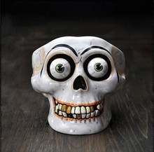 R Free Shipping Exquisite 3D Horror Skeleton Head Candlestick Unique Characteristics Crafts Creative Festival Gift (China (Mainland))